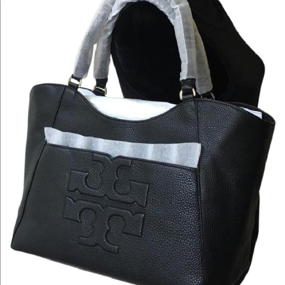 f6238bcd7b1f Tory Burch Bombe T East West Tote in Black